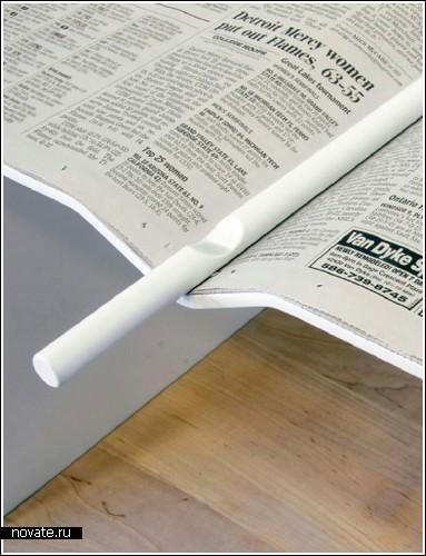 «Журнальный» столик и вешалки для газет