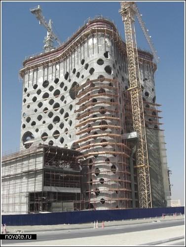 «Дырявая» башня в Дубае