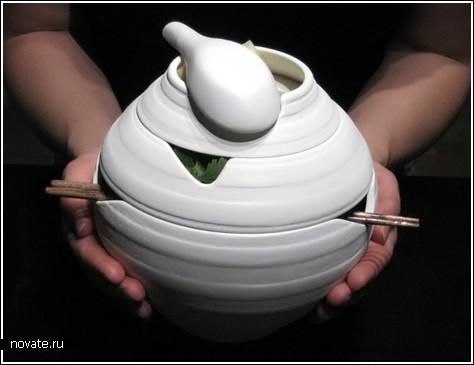 Вьетнамский суп в дизайнерской посуде