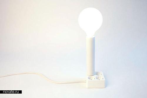 Лампа, торчащая из розетки