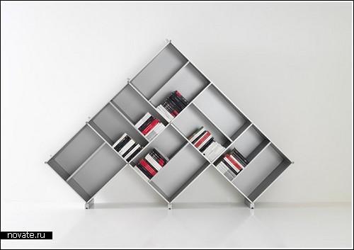 Книжки в пирамиде