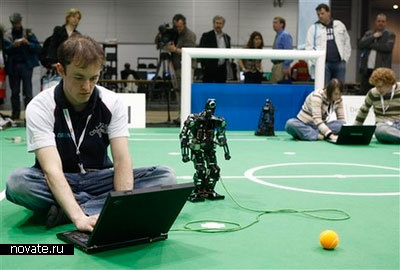 Роботы, играющие в футбол