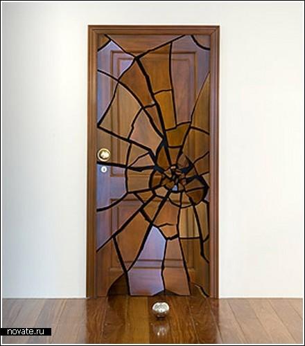Разваливающаяся на части дверь