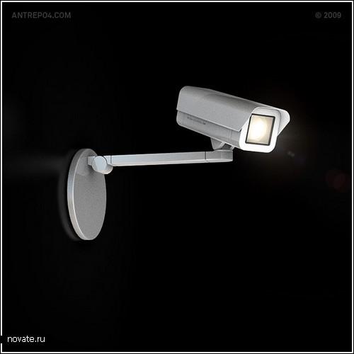 Лампа, похожая на камеру видеонаблюдения