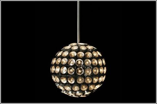 Люстра-шар под потолком