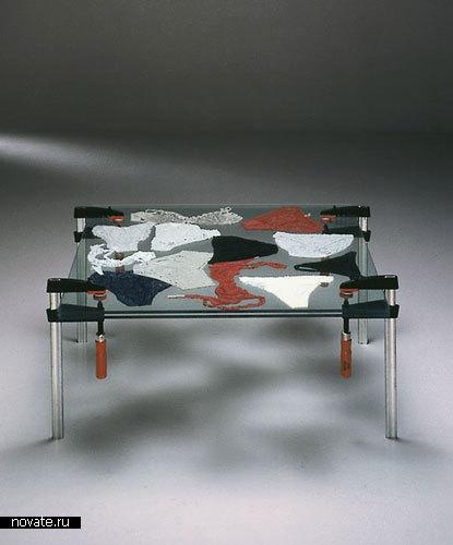 Столик с нижним бельем