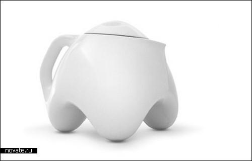 Заварной чайник на трех ножках