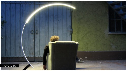 Лампа на рельсах