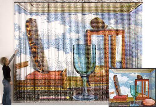 After Magritte (Devorah Sperber), 17760 катушек ниток