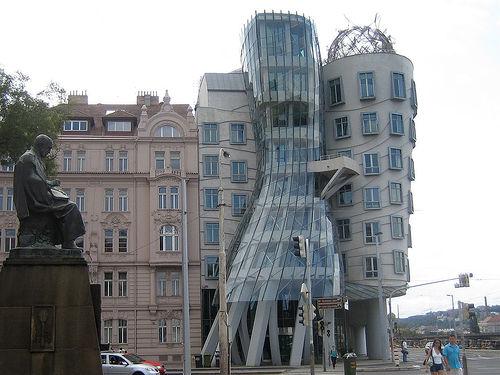Фрэнк Гери (Frank Gehry) - Танцующий Дом, Чехия