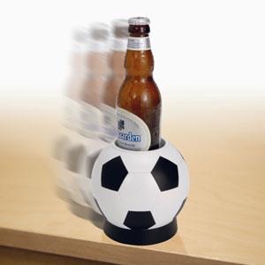 Держатель для бутылки пива в виде футбольного мяча
