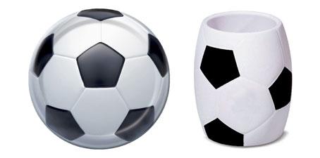 Тарелка и кружка с футбольной символикой