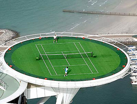 Теннисный корт в Burj Al Arab in Dubai, ОАЭ