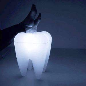 Дизайнерская лампа-табурет-зуб