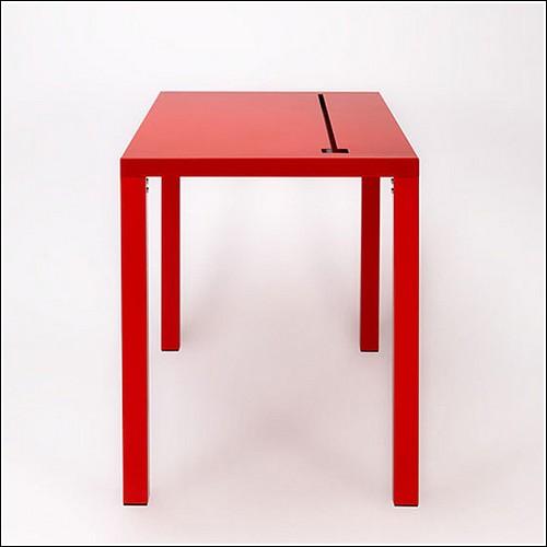 Стол с отверстием для проводов