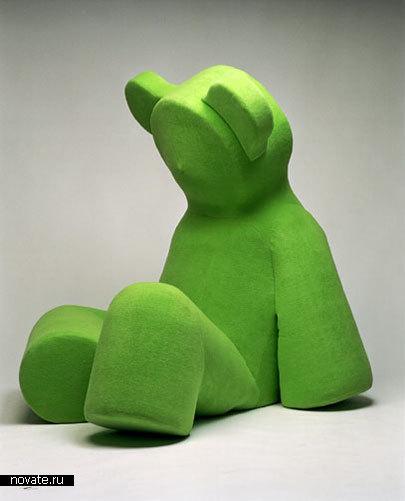 Стул в виде грустного зеленого медведя