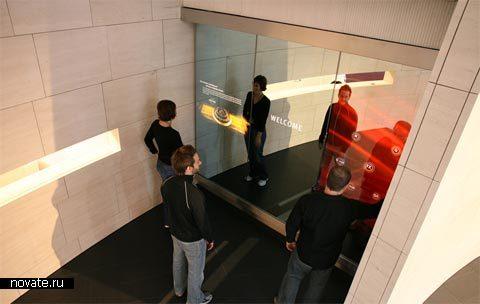 Зеркало, с помощью проектора показывающее дорогу туристам