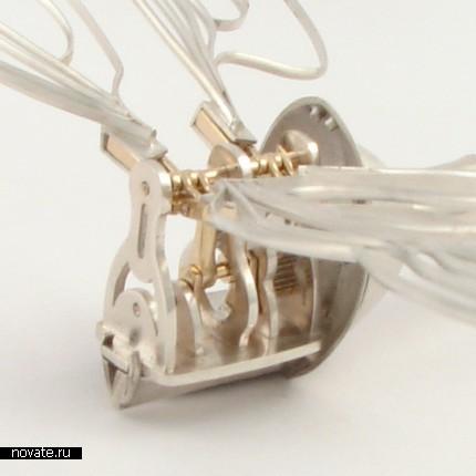 Механическая стрекоза из драгоценных металлов