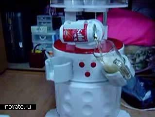 Первый в мире пивной робот, охлаждающий, открывающий и разливающий пиво по стаканам