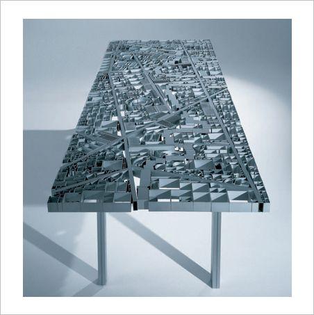 Алюминиевый стол в виде карты Багдада