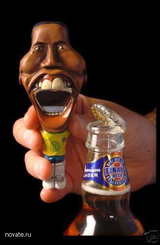 Дорогущая открывашка в форме зубастика Роналдинью