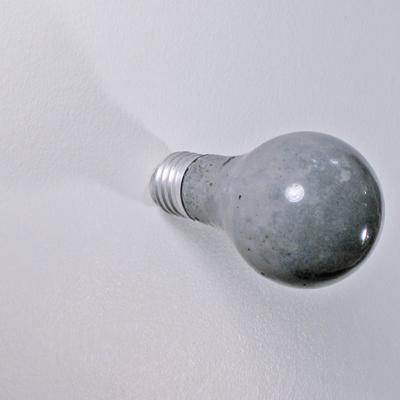 Цементная лампочка-вешалка