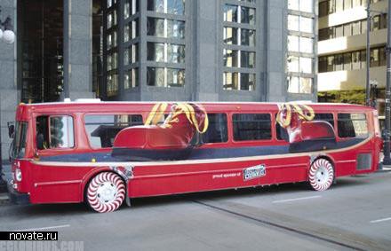Реклама McDonald's на автобусе