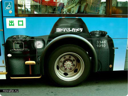 Реклама Canon на автобусе