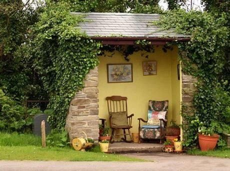 Оригинальная автобусная остановка в Шотландии