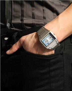 Часы с циферблатом в виде аудиокассеты