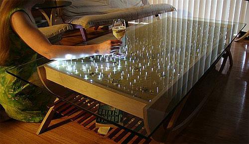 Продвинутый стол-светильник