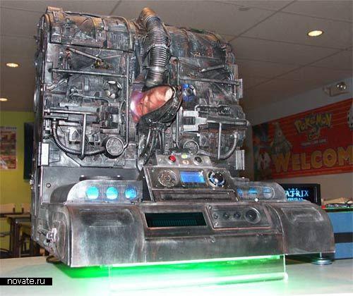 Компьютерный корпус в виде машины из Матрицы