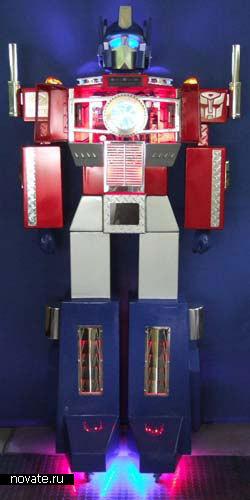 Компьютерный корпус в виде трансформера Оптимуса Прайма
