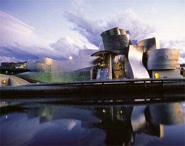 Здание Guggenheim в Бильбао