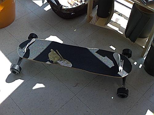 Спортивная доска для тех, кто скучает по сноуборду летом