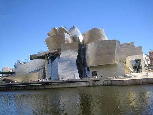 Здание музея «The Guggenheim» в Бильбао