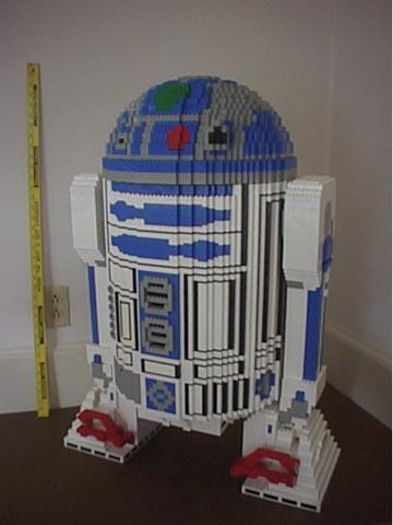Куда уж без R2-D2, любимца всех дизайнеров