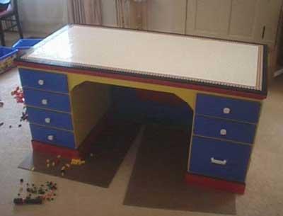 Стол из кубиков Лего – это возможно