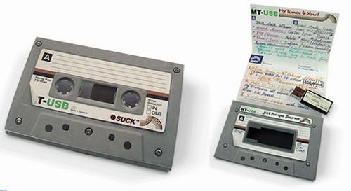Флешка в боксе в виде аудиокассеты