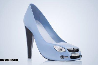 ...прошла премьера необычной линии дамских туфель выкрашенных в нежно-голубой...