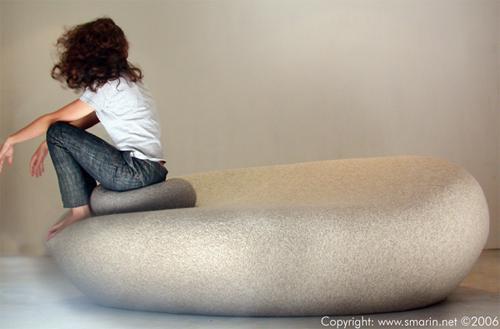 Подушки в виде огромных валунов