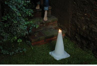 Свеча в виде дорожного конуса