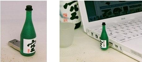 Флэшка в виде бутылочки саке