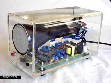 Электронно-лучевые часы, собранные на коленке из монитора и материнской платы