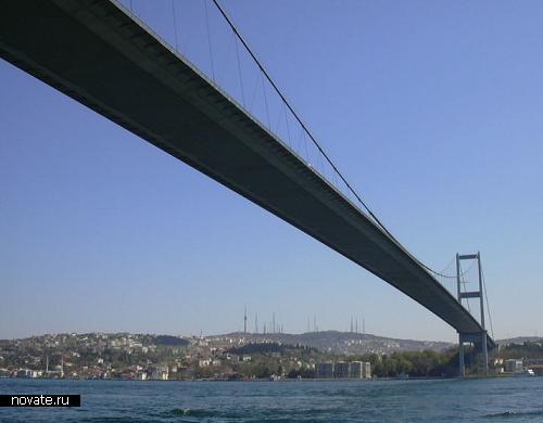 Босфорский мост соединяет Европу и Азию
