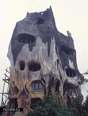 Мрачный дом-скала