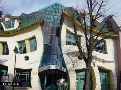 Дом с необычными плавными формами