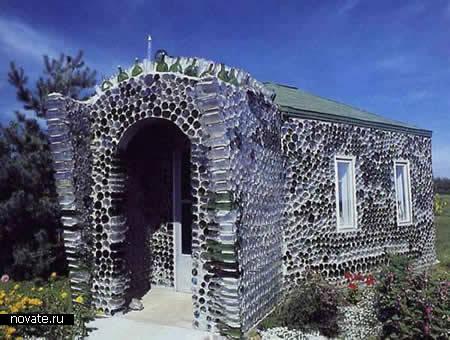 Красивый бутылочный домик