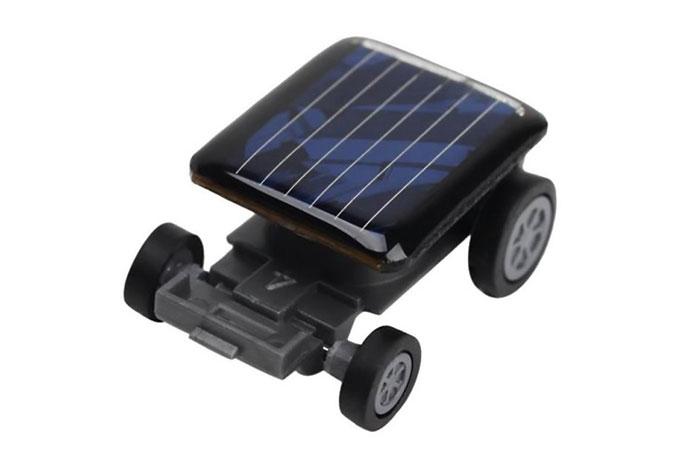Машинка на солнечной батарее.