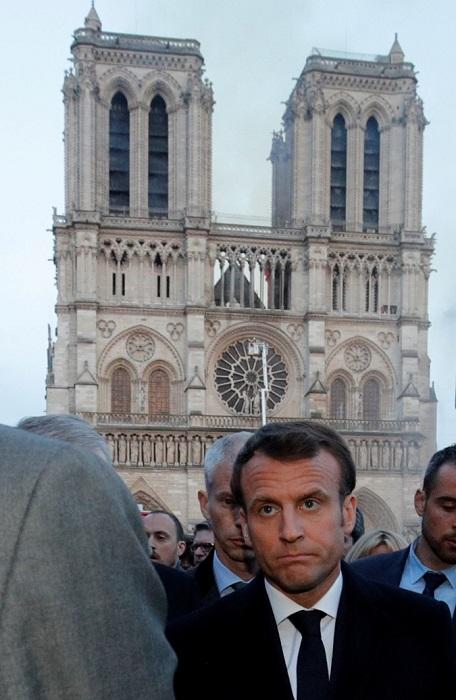 Первые лица страны прибыли на место происшествия. | Фото: REUTERS.